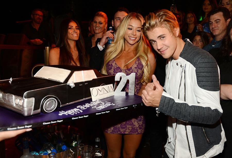Justin-Bieber-Cake_OMNIA-Nightclub-LV_Denise-Truscello